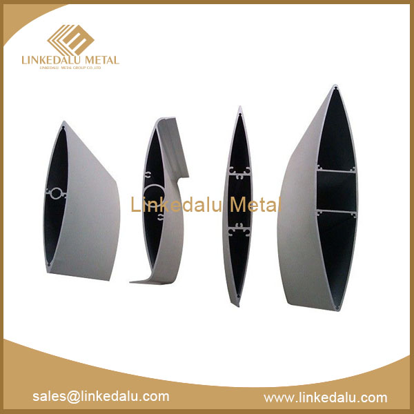 Aluminum curtain wall section